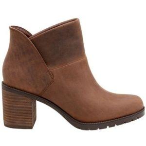 Clarks Malvet Helen Tan Boot Size 8.5